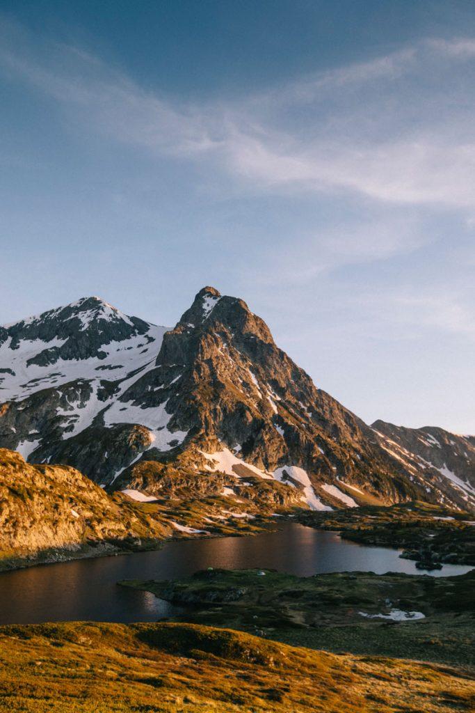 Randonnée et bivouac en France dans les Alpes. le massif du Taillefer et le plateau des lacs est l'endroit idéal. crédit photo : Clara Ferrand - blog Wildroad