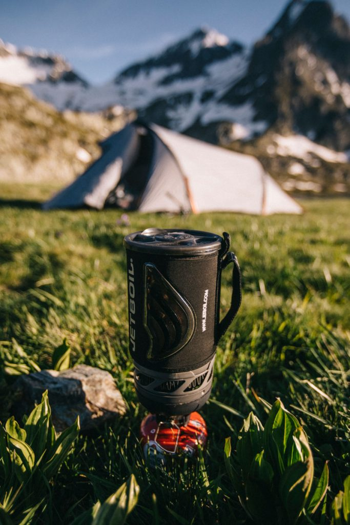 Le matériel de camping pour faire un bivouac dans les Alpes. crédit photo : Clara Ferrand