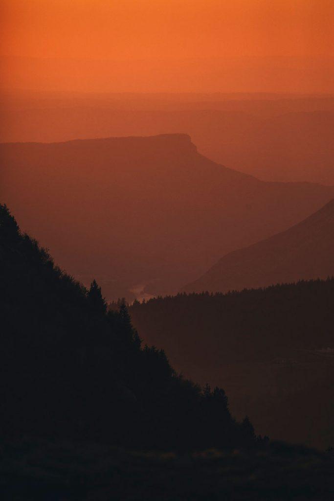 Coucher de soleil sur le vercors depuis le massif du Taillefer. crédit photo : Clara Ferrand - blog Wildroad
