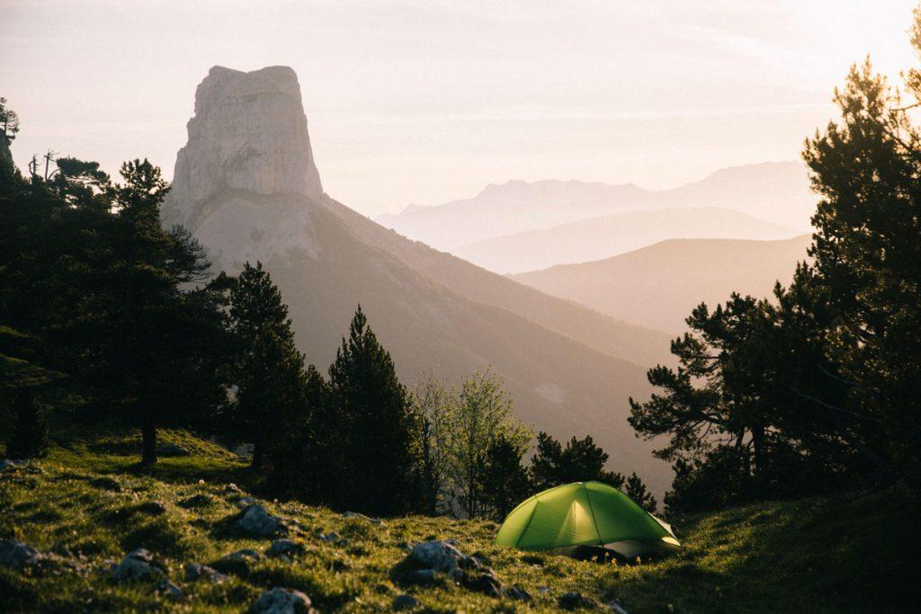 Bivouac au pas de l'aiguille sur les hauts plateaux du Vercors en Isère. crédit photo : Clara Ferrand - blog Wildroad