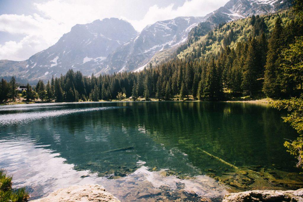 Le lac d'altitude du Poursollet dans le massif des Écrins. crédit photo : Clara Ferrand - blog Wildroad