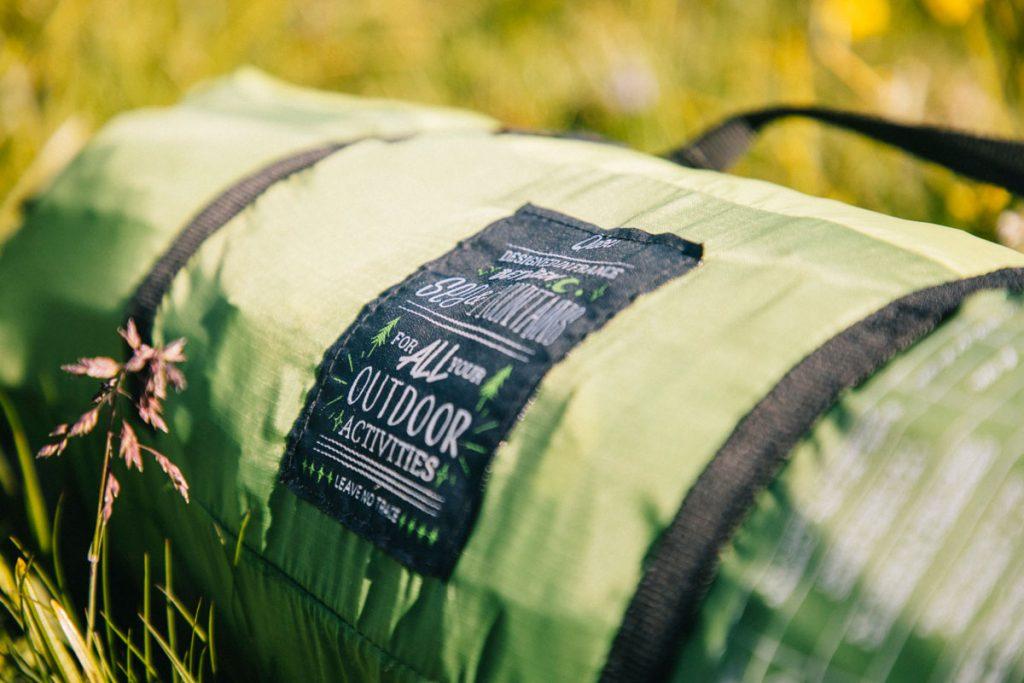 Acheter une tente qui se transforme en hamac pour l'été. crédit photo : Clara Ferrand - blog Wildroad