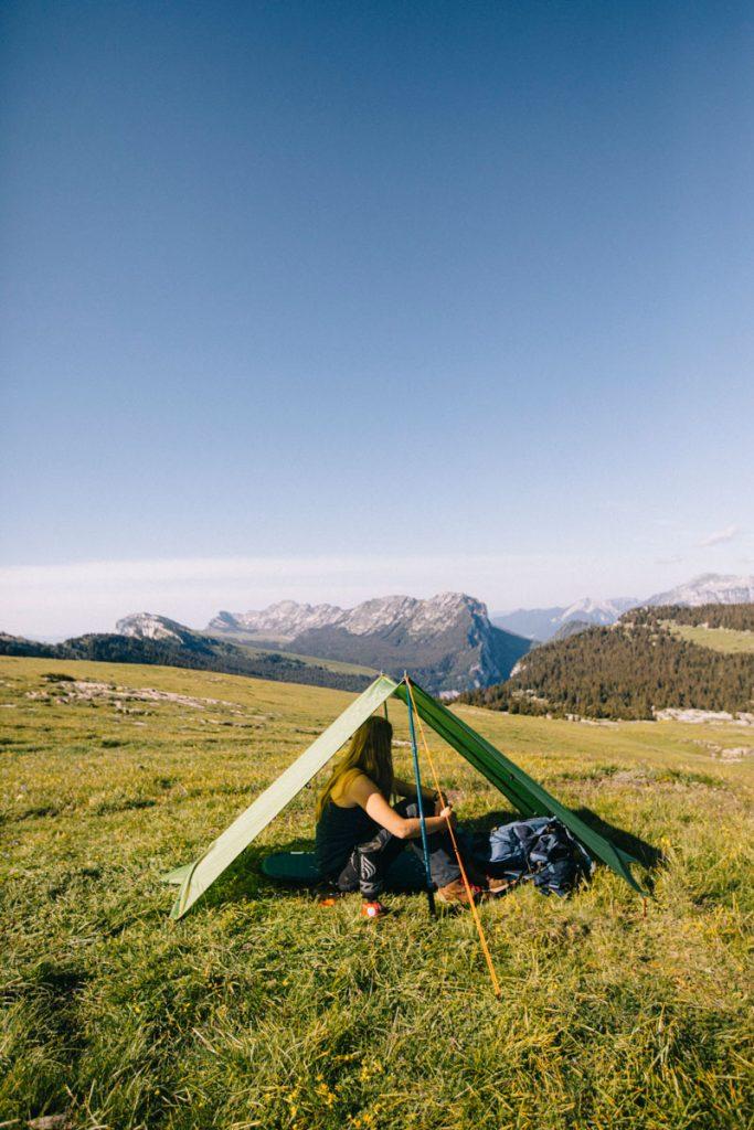 Mode Tarp de la tente de rando Qaou. crédit photo : Clara Ferrand - blog Wildroad. #rando #bivouac #tentelegere #france #chartreuse
