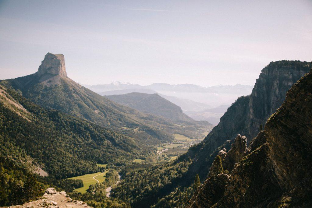 La randonnée mythique du pas de l'aiguille dans les hauts plateaux du Vercors. crédit photo : Clara Ferrand - blog Wildroad