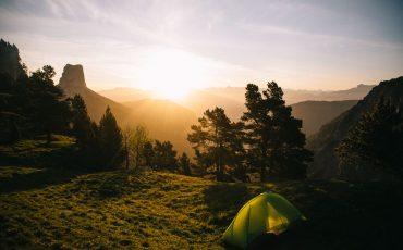 Bivouac dans les hauts plateaux du Vercors face au mont Aiguille. crédit photo : Clara Ferrand - blog Wildroad