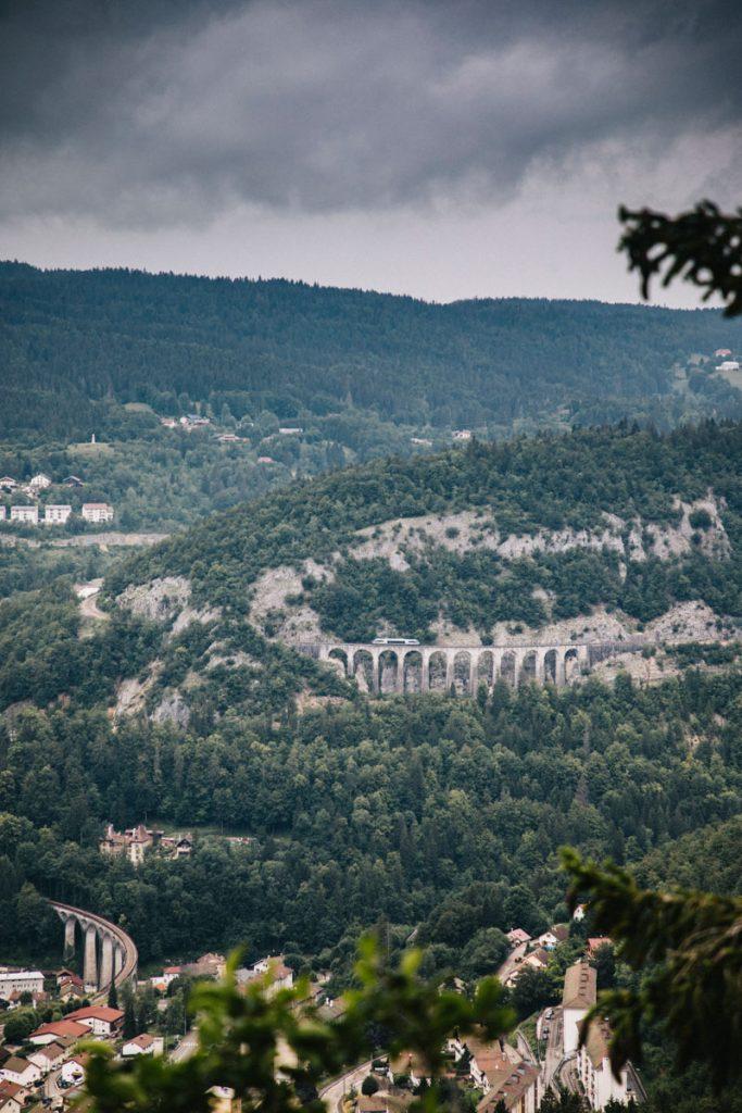 Les aqueduc dans la ville de Morez dans le Haut Jura. crédit photo : Clara Ferrand - blog Wildroad