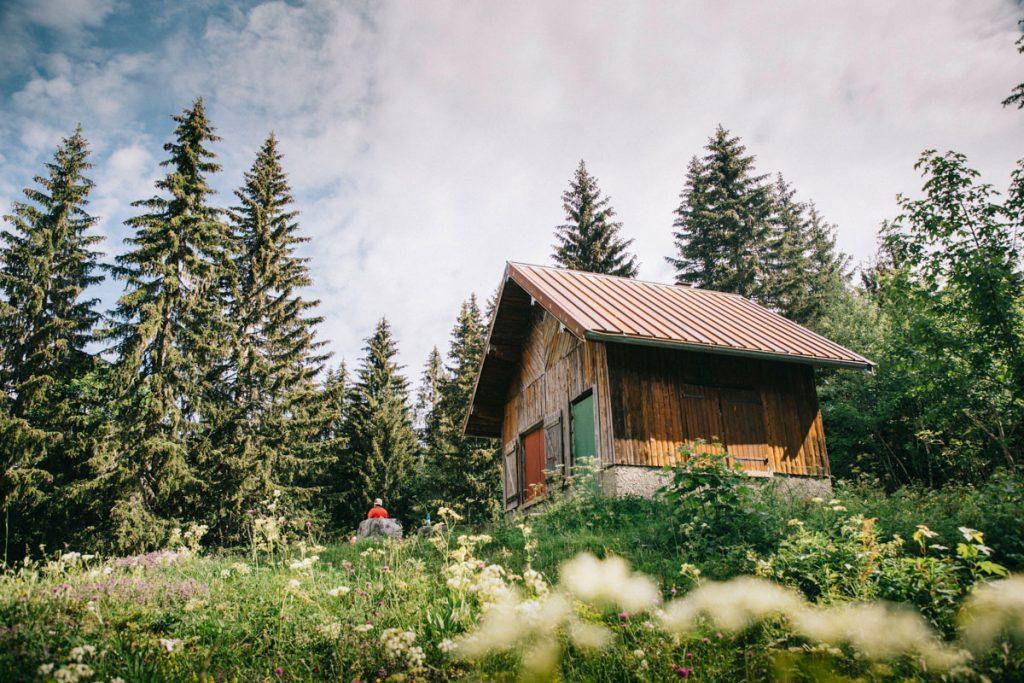 Le chalet non gardé des truffes dans le massif du Jura. crédit photo : clara Ferrand - blog Wildroad
