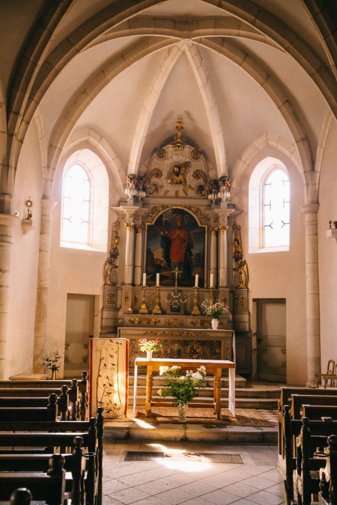 L'église de Chapelle-des-bois classée monument historique sur le sentier de randonnée. crédit photo : Clara Ferrand - Blog Wildroad