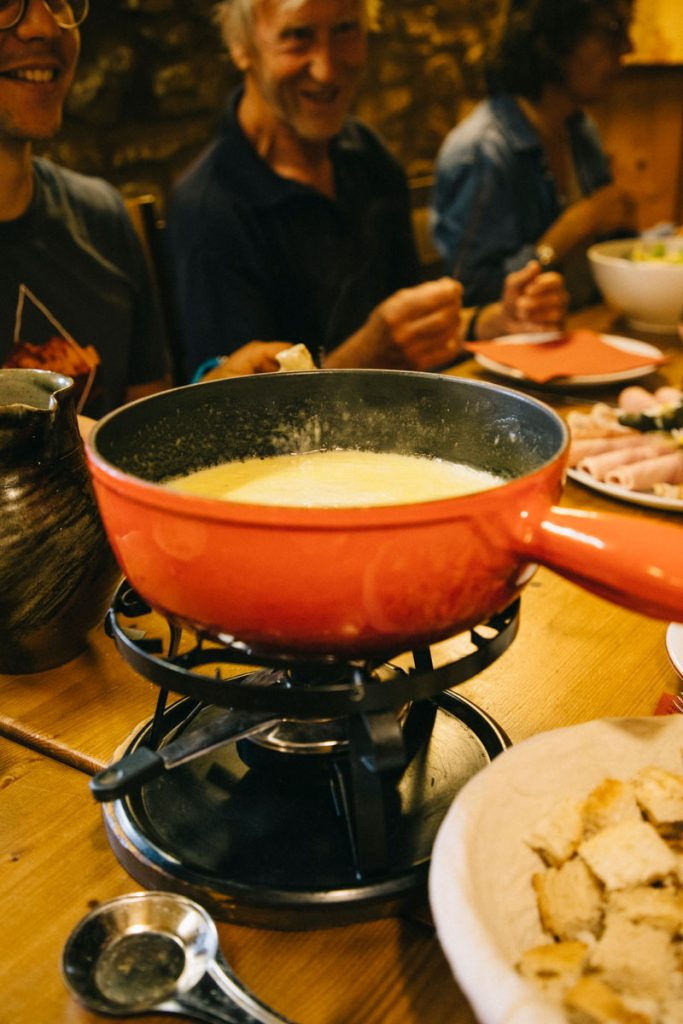 La traditionnelle fondue dans le Jura. crédit photo : Clara Ferrand - blog Wildroad