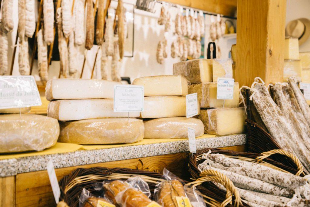 Les fruitière pour acheter du fromage à la station des Rousses dans le Haut Jura. crédit photo : Clara Ferrand - blog Wildroad