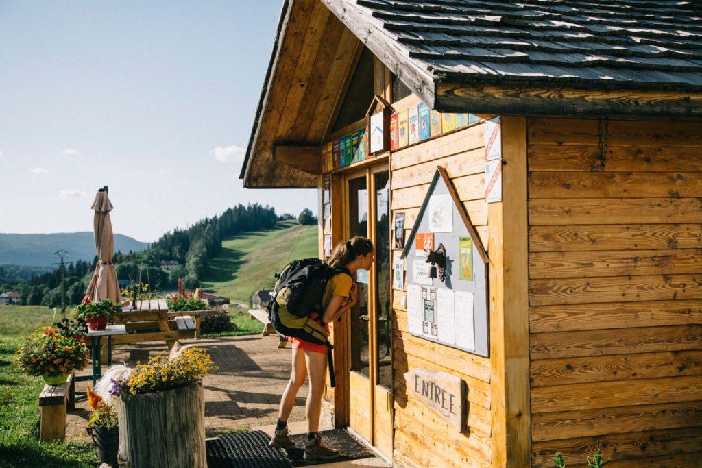Les gîte d'étape, des hébergements sur le tracé de grands sentiers de randonnée. crédit photo : Clara Ferrand - blog Wildroad