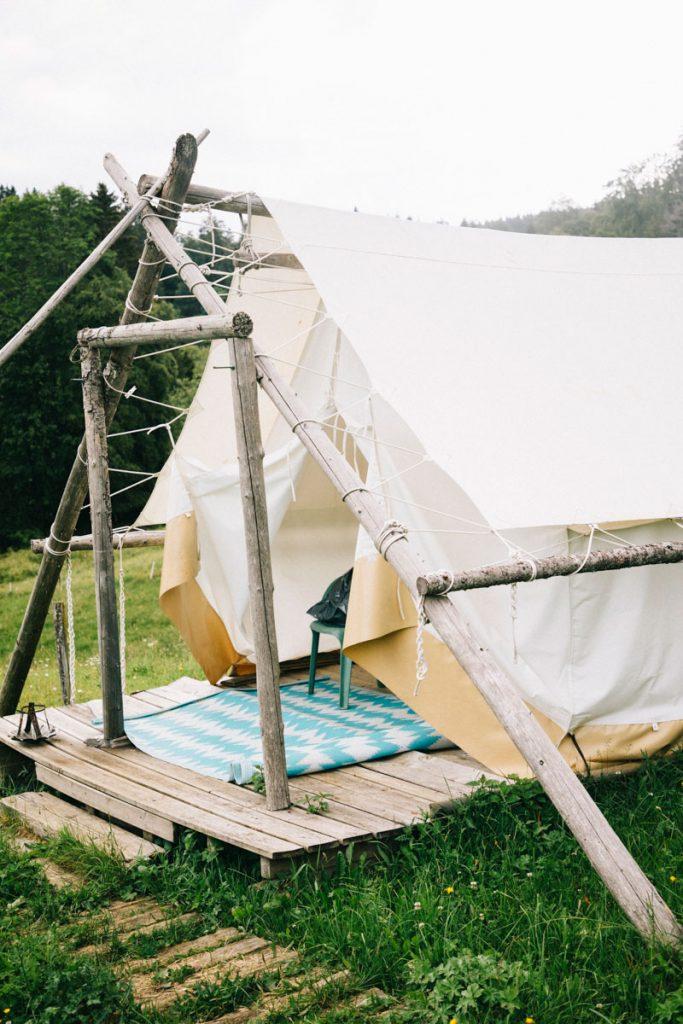 Le glancing pour un hébergement insolite dans le Jura. crédit photo : Clara Ferrand - Blog Wildroad