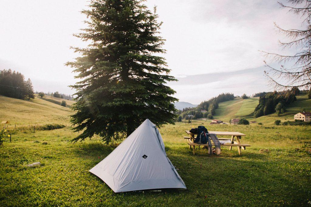 Quelle est la réglementation pour faire du bivouac dans le massif du Jura et le parc naturel régional du Haut-Jura. crédit photo : Clara Ferrand - blog Wildroad