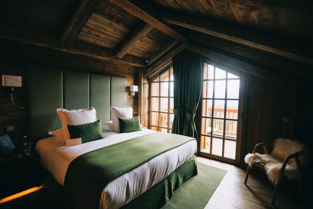 La suite du refuge de la Traye pour un week-end luxe dans les alpes françaises. crédit photo : Clara Ferrand - blog Wildroad #savoie #refugedelatraye #alpesfrancaises