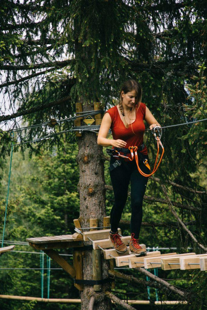 Parcours accrobranche pour un week-end sportif en Savoie. crédit photo : Clara Ferrand - blog Wildroad