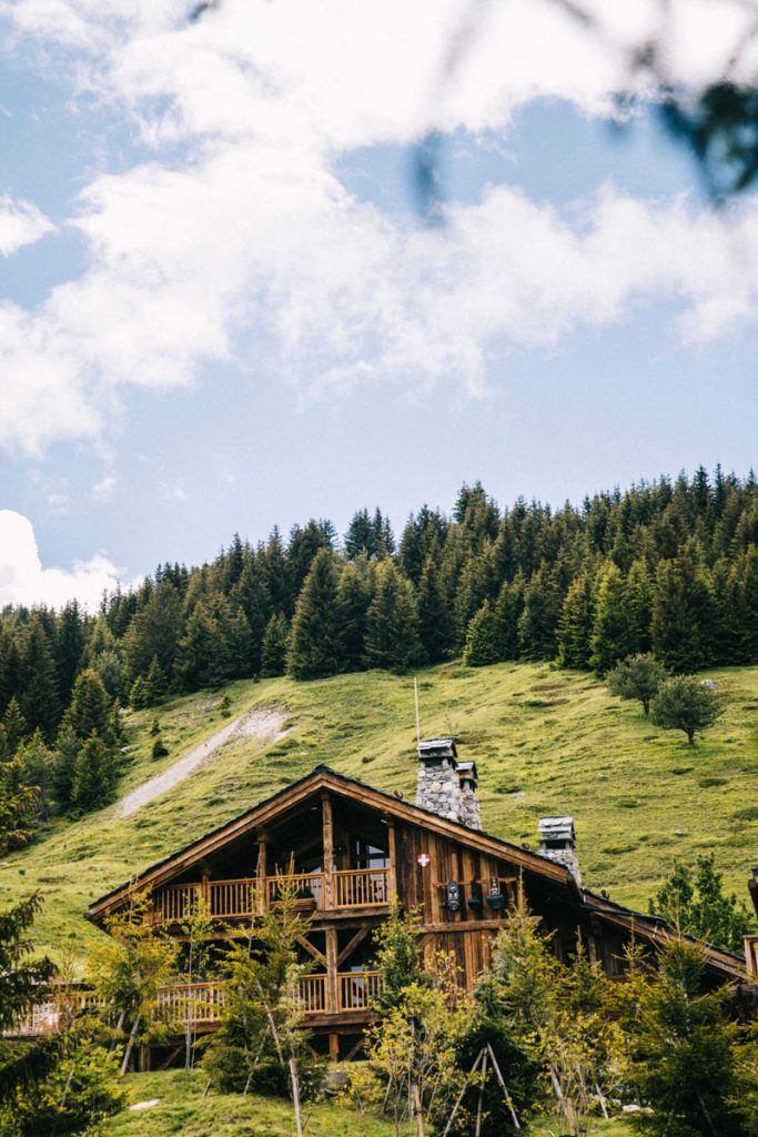 Un week-end en amoureux dans un chalet à la montagne en été. crédit photo : Clara Ferrand - blog Wildroad