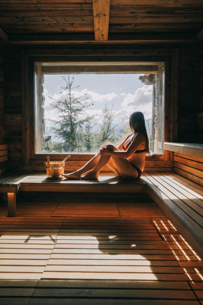Sauna et week-end à la montagne en Savoie. crédit photo : Clara Ferrand - blog Wildroad