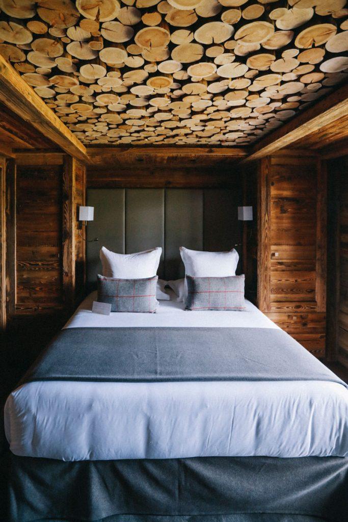Les chambres du refuges de la Traye dans les montagnes savoyardes. crédit photo : Clara Ferrand - blog Wildroad #hebergementinsolite #savoie #france #alpesfrançaise