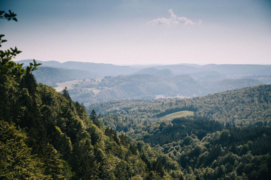 Trek dans le jura à travers ce massif de moyenne montagne en France. crédit photo : Clara Ferrand - blog Wildroad