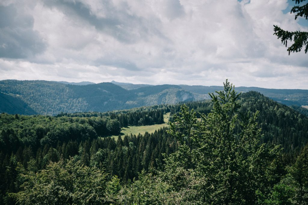 Fiare une randonnée itinérante de le massif du Haut Jura. crédit photo : Clara Ferrand - blog Wildroad