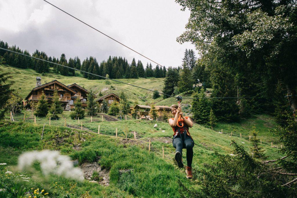 La tyrolienne du refuge de la Traye en Savoie. crédit photo : Clara Ferrand - blog Wildroad