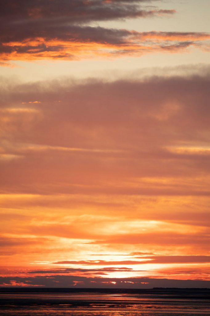 Coucher du soleil dans la baie de Somme entre Saint-Valery et Le Crotoy. crédit photo : Clara Ferrand - blog Wildroad