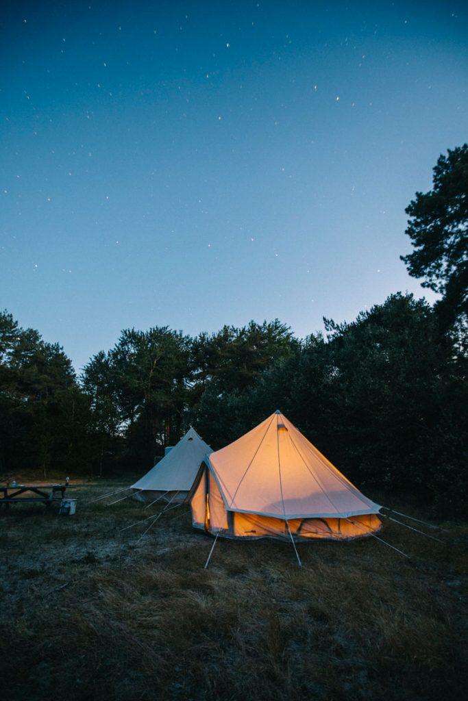 Activité insolite a faire en baie de somme : dormir en bivouac dans le domaine de marquenterre. crédit photo : Clara Ferrand - blog Wildroad
