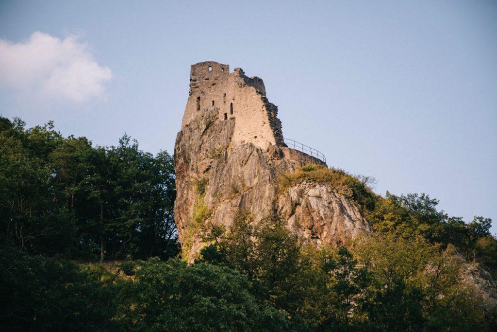 Le château de Girsberg au dessus du village de Ribauvillé. crédit photo : Clara Ferrand - blog Wildroad