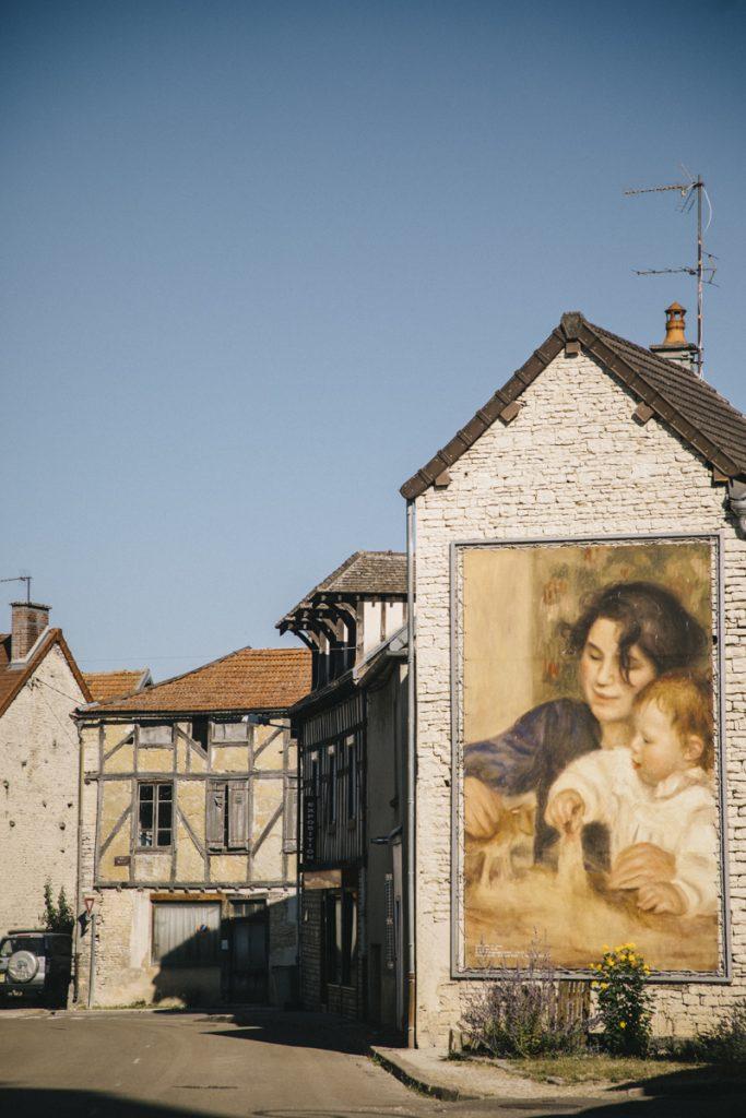 Les peintures de Renoir dans le village d'Essuies dans l'Aube. crédit photo : Clara Ferrand - blog Wildroad