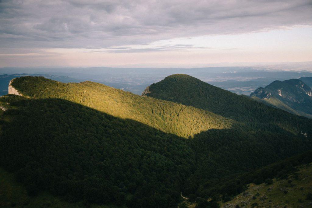 Les différents sommet du synclinal de la forêt de Saou. crédit photo : Clara Ferrand - blog Wildroad