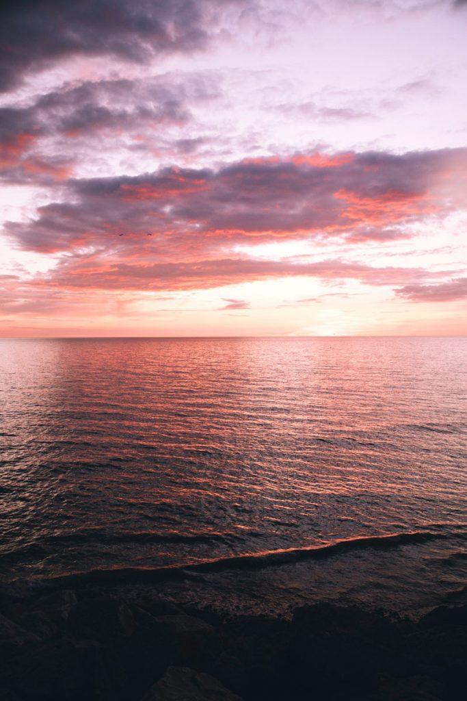 Coucher de soleil sur la mer depuis les côtes picardes. crédit photo : Clara Ferrand - blog Wildroad