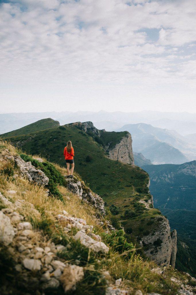 Le mont veyou sur la randonnée des 3 becs dans la Drôme. crédit photo : Clara Ferrand - blog Wildroad