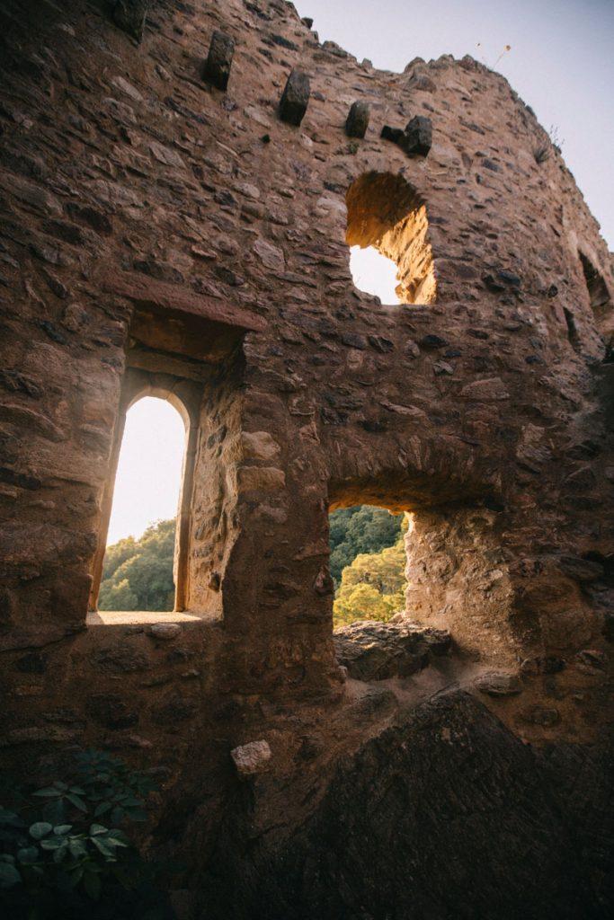 Les ruines des 3 châteaux de Ribeauvillé dans le massif des vosges. crédit photo : Clara Ferrand - blog Wildroad