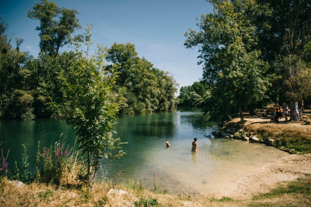 Se baigner dans la Seine à Marnay-sur-Seine. crédit photo : Clara Ferrand - blog Wildroad