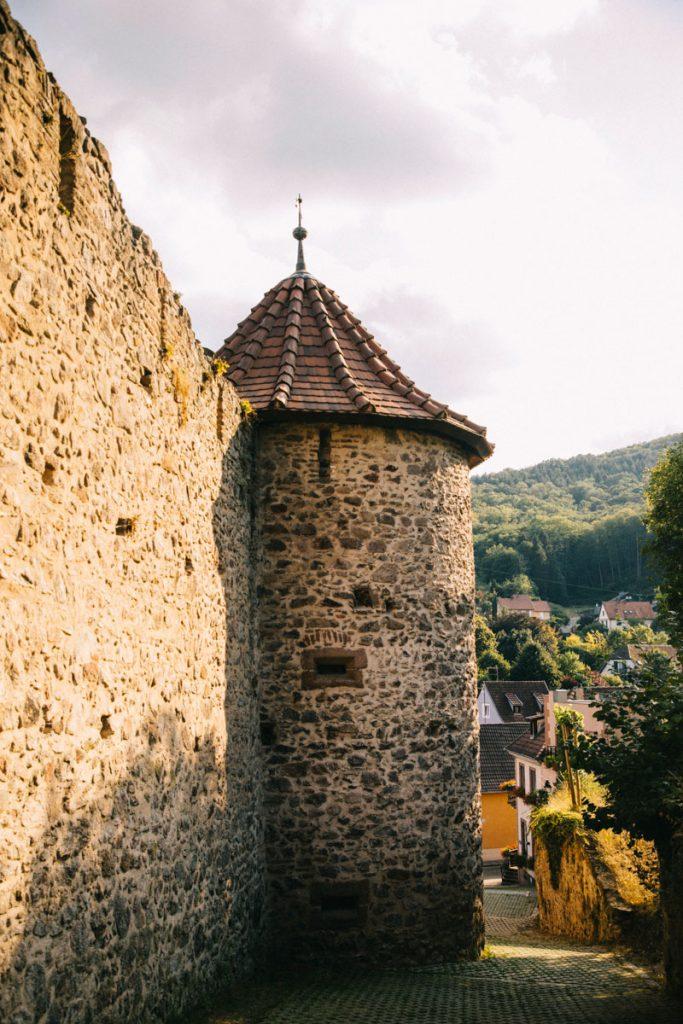 Les rempart de la ville fortifié de Ribeauvillé dans le Bas-Rhin. crédit photo : Clara Ferrand - blog Wildroad