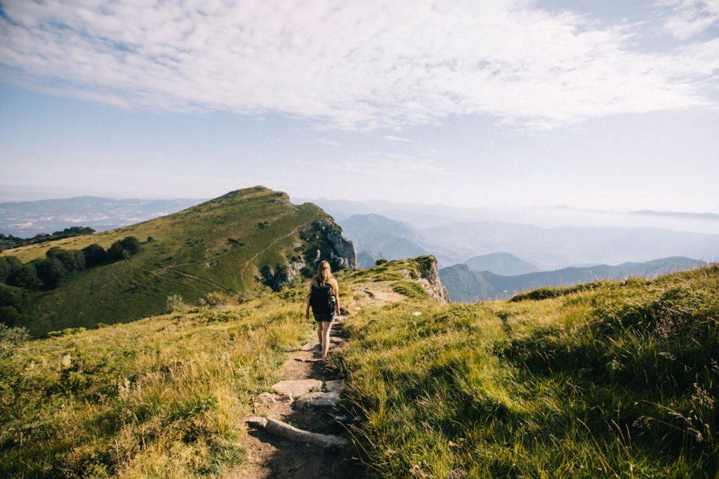 Le sentier de randonnée des 3 becs et son itinéraire populaire par le col de la chaudière. crédit photo : Clara Ferrand - blog Wildroad