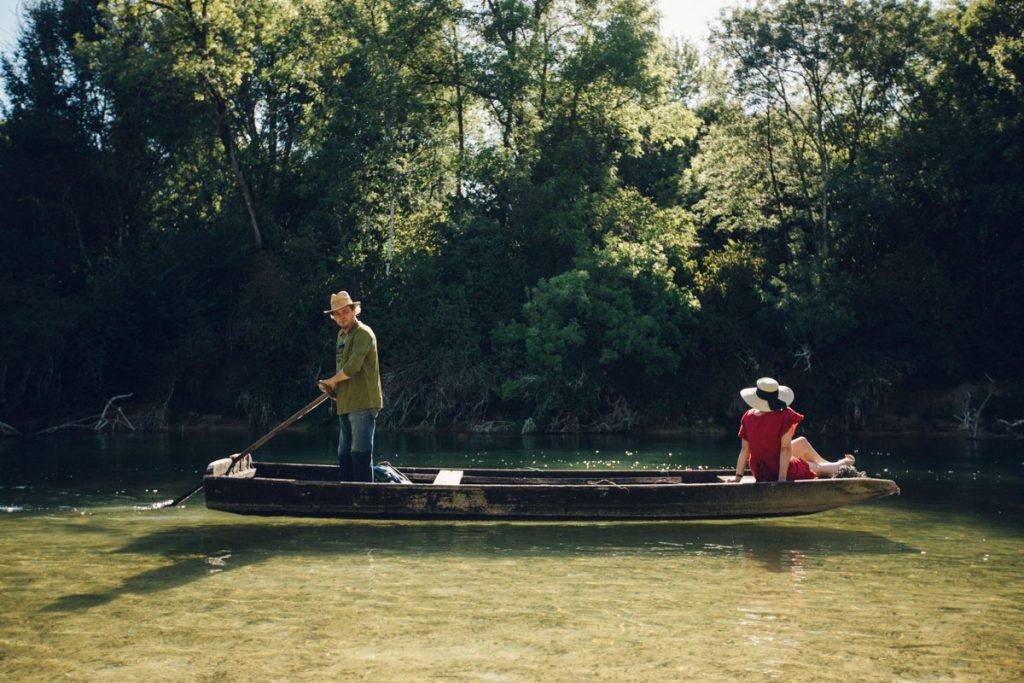 Naviguer sur la seine en barque traditionelle à Nogent-sur-Seine. crédit photo : Clara Ferrand - blog Wildroad