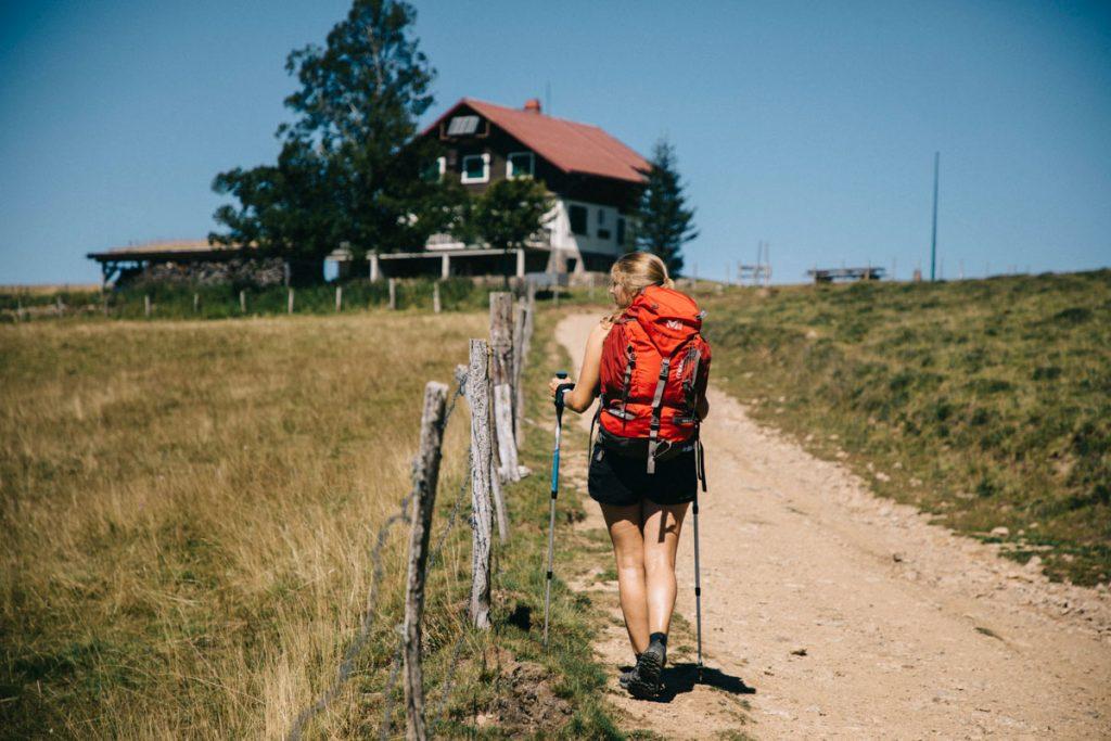 Arrivée au Thanner-Hubel et à sa ferme auberge pour un panorama sur les Alpes. crédit photo : Clara Ferrand - blog Wildroad