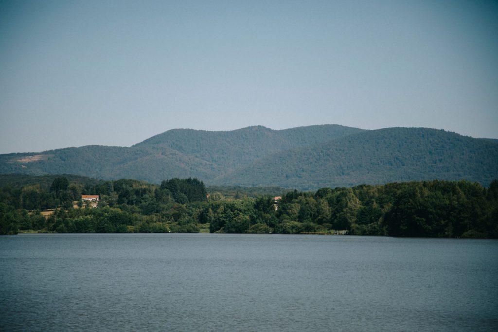Le lac du malsaucy au pied du massif des Vosges. crédit photo : Clara Ferrand - blog Wildroad