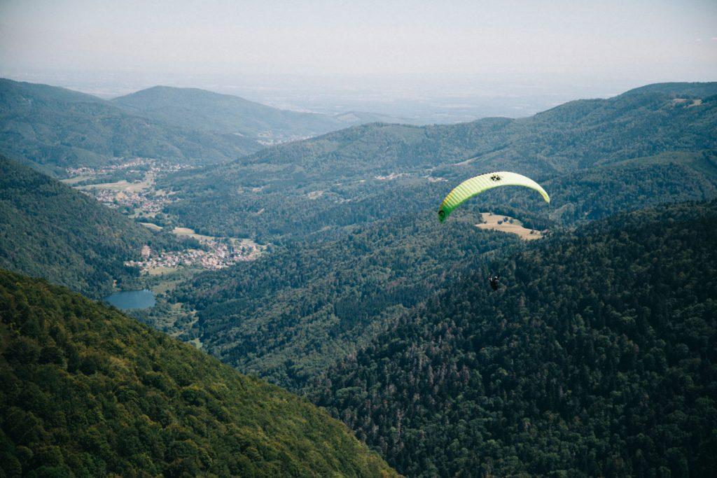 Les parapentiste du sommet du Ballon d'Alsace. crédit photo : Clara Ferrand - blog Wildroad
