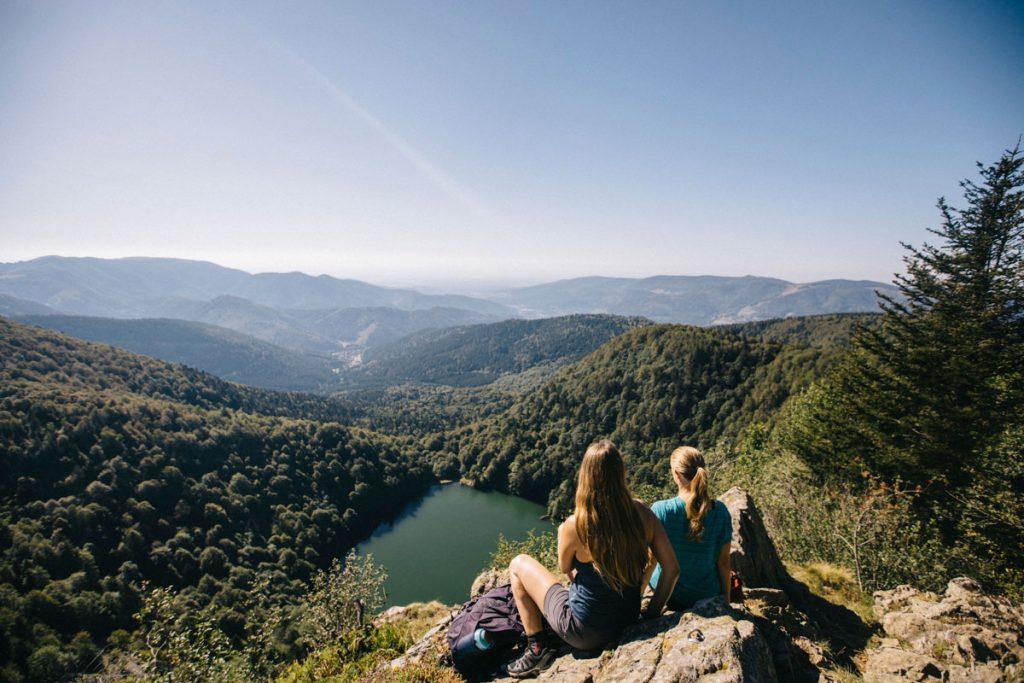 Le point de vue sur le lac des Perche depuis la tête des Perches dans le massif des Vosges. crédit photo : Clara Ferrand - blog Wildroad