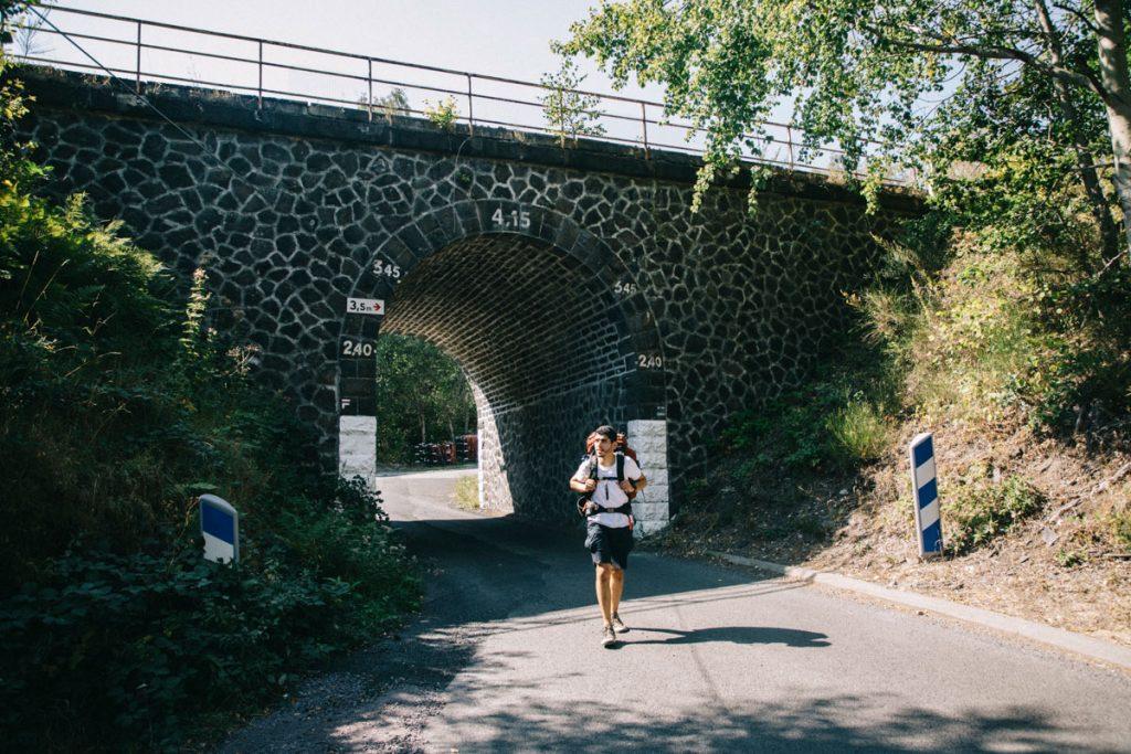 La fin du trek de 4 jours d cela traversée des volcans d'Auvergne à la gare de Volvic. crédit photo : Clara Ferrand - blog Wildroad