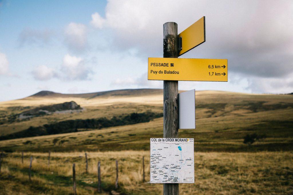 Randonnée sur les volcans d'Auvergne en direction de Pessade. crédit photo : Clara Ferrand - blog Wildroad