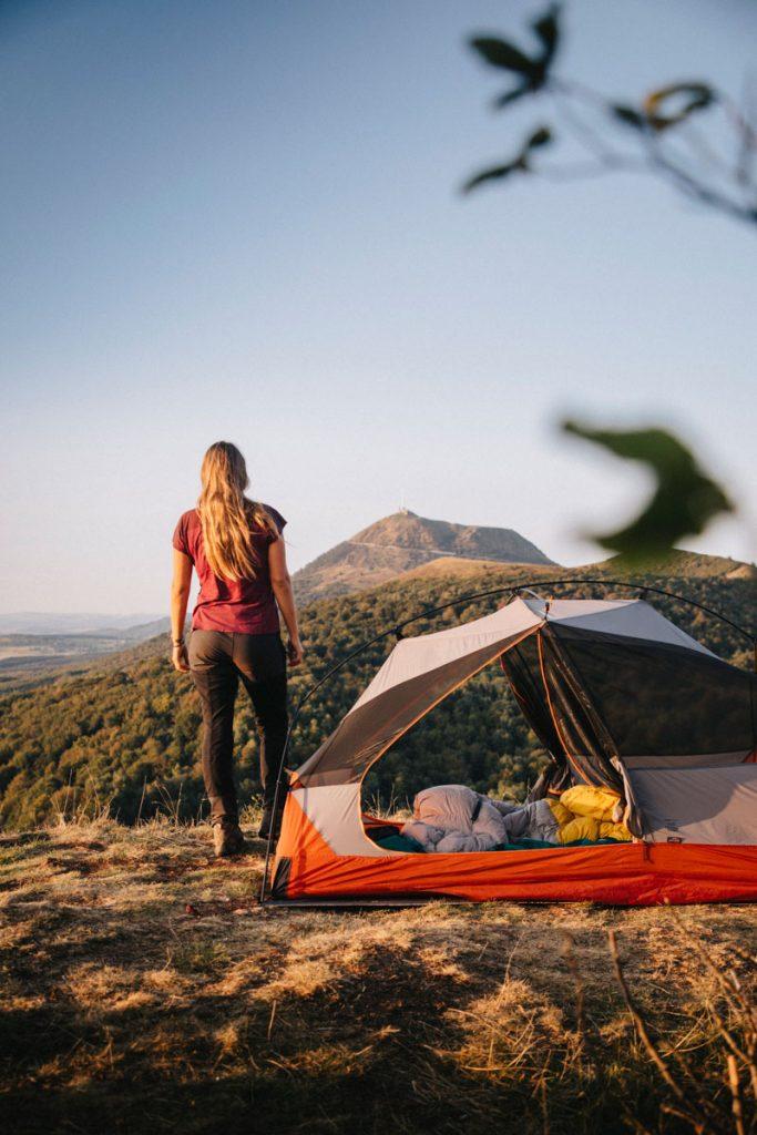 Bivouac et réglementation pour le parc naturel du des volcans d'Auvergne dans le massif central. Crédit photo:: Clara Ferrand - blog Wildroad