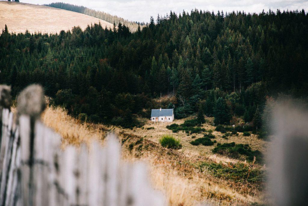 Buron auvergne dans la chaine des puy dans le massif Central. crédit photo : Clara Ferrand - blog Wildroad
