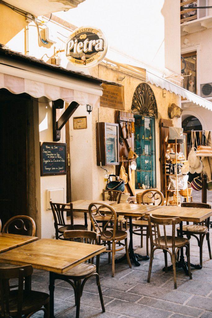 La cantina Doria un bon restaurant au coeur de la citadelle de Bonifacio. crédit photo : Clara Ferrand - blog Wildroad