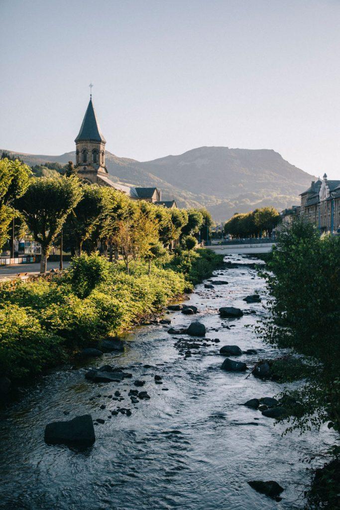 Départ de la Bourboule pour un trek de 4 jours jusqu'à Volvic en passant par le massif du Sancy. crédit photo : Clara Ferrand - blog Wildroad