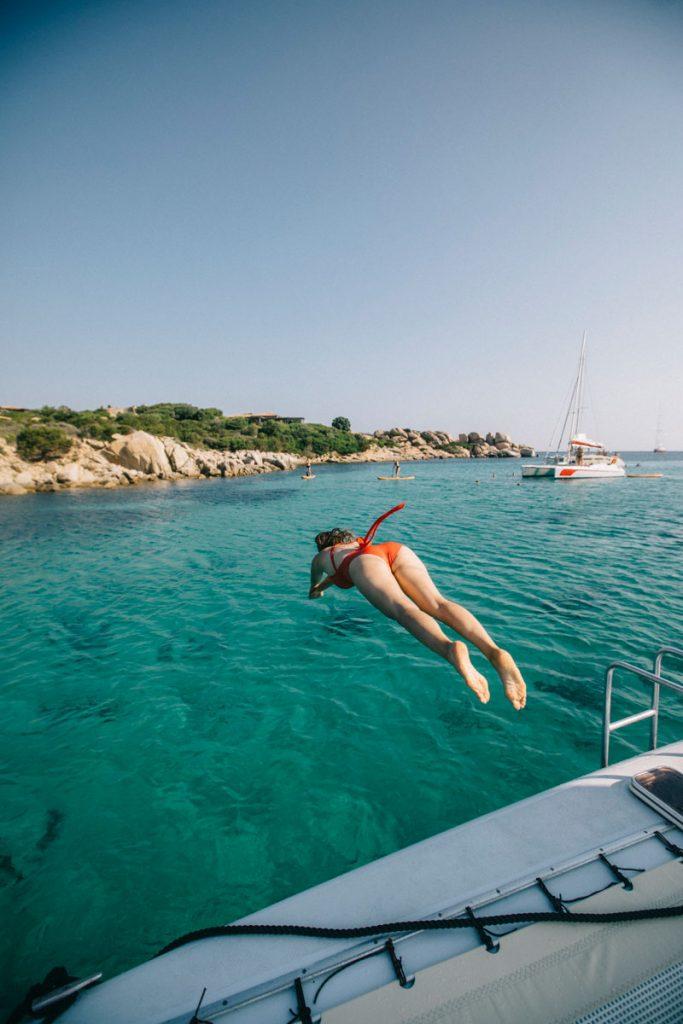 Louer un catamaran pour faire une sortie aux îles Lavezzi depuis Bonifacio. crédit photo : Clara Ferrand - Blog Wildroad