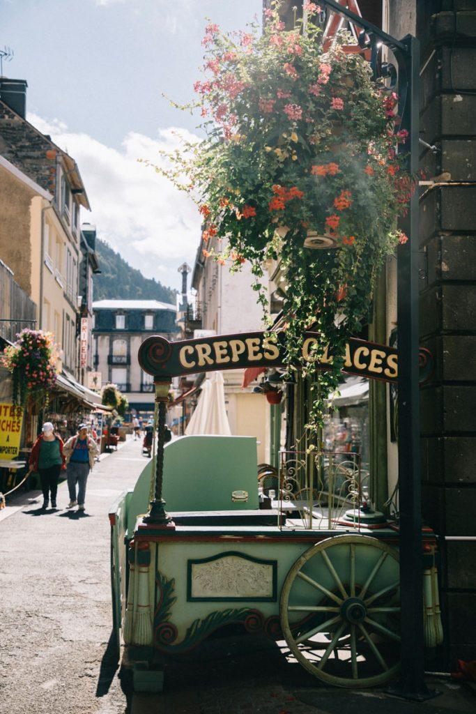 La ville de mont-Dore et ses therme au début d'une randonnée en auvergne. crédit photo : Clara Ferrand - blog Wildroad