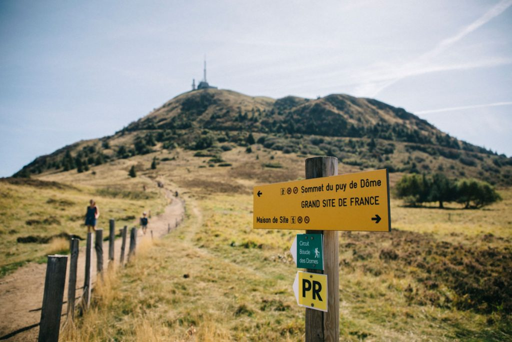 Le puy de Dôme grand site de France accessible à pied. crédit photo : Clara Ferrand - blog Wildroad